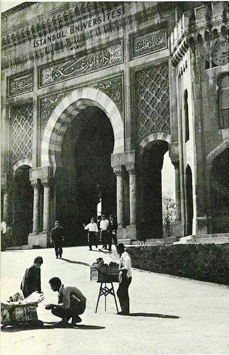 İstanbul Üniversitesi Kapısı Beyazıt, 1964 #istanbul #istanlook #birzamanlar #oldpics #life #hayat #60s