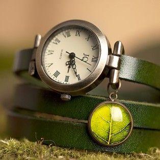 Зеленые кожаные часы с листиком
