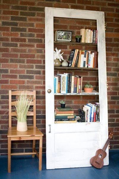 Подборка идей как использовать красивые двери в качестве стеллажа или шкафчика