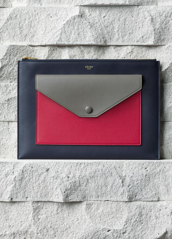 POCKET CLUTCH WITH FLAP IN FUSHIA SMOOTH CALFSKIN 26 X 18 CM (10 X 7 IN) CALFSKIN AND LAMBSKIN LINING 103383UAB.25FH 570 EUR