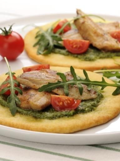 poivre, piment, parmesan râpé, sardine, pignon, huile d'olive, ail, roquette, tomate cerise, sel, basilic, pâte à pizza