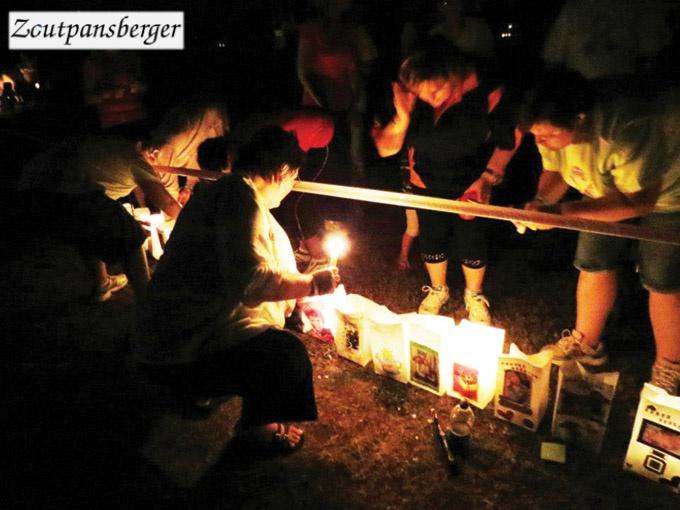 1 Maart 2013 - Die kersaansteek seremonie by die jaarlikse 'CANSA Relay for Life' ter herinnering van diegene wat deur kanker geraak is, was weereens 'n hoogtepunt.
