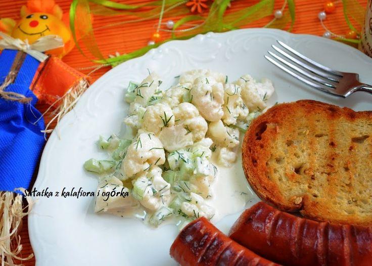 Smak, zapach, kolor...: Sałatka na grilla z kalafiora i ogórka