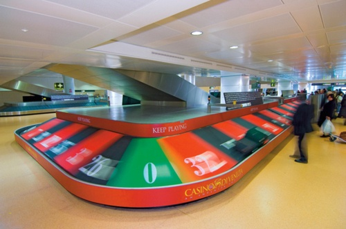 To create awareness on #Casinò di #Venezia among turists visiting the city, 2 baggage conveyors were transformed into giant #roulettes.