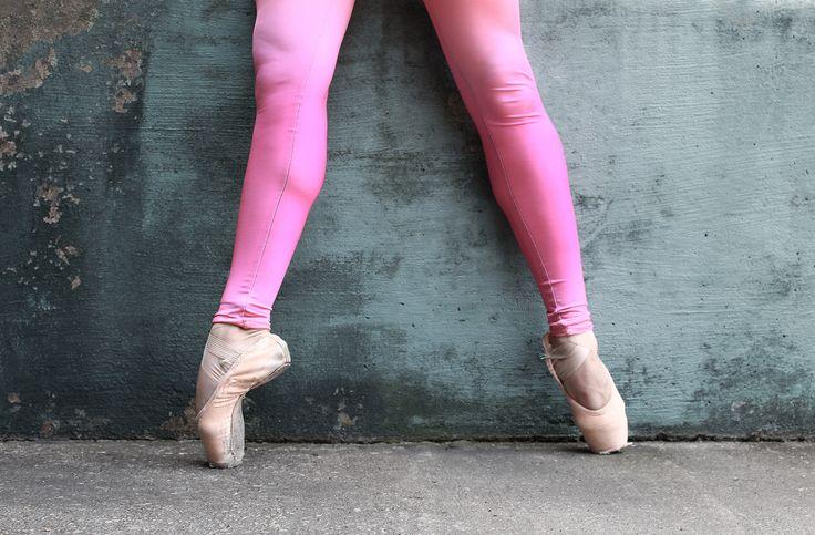 Photographer: Kristopher Grubbs Dancer: Erin Elizabeth #ballet #ballerina #pointe #pointeshoes #enpointe #dance #dancer #kristophergrubbs #balletshoes #tights #balletlove #balletpost #balletphotography