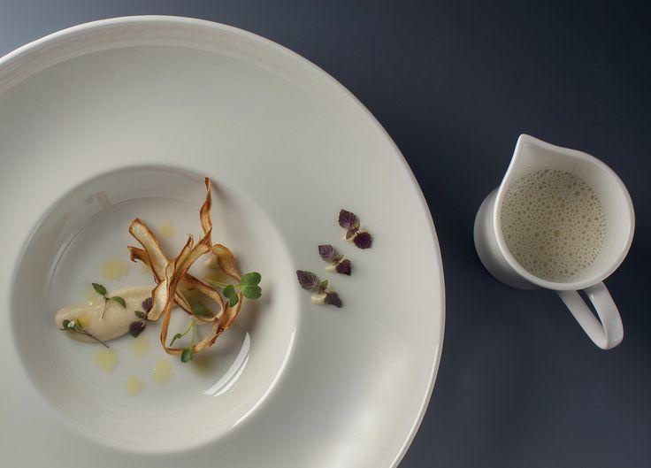 Petrželový krém s lanýžem, pažitka a micro cress : Grant Jones