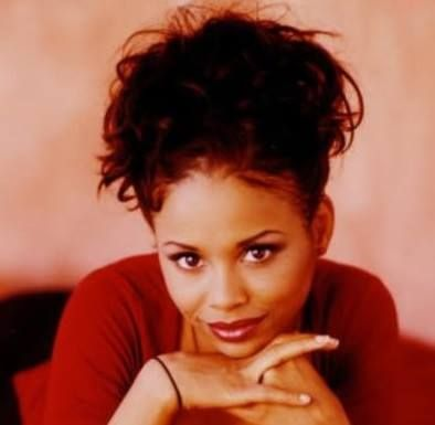Remembering actress Michelle Thomas (September 23, 1969 - December 22, 1998)...She was best known for her roles as Justine Phillips (girlfriend of Theo Huxtable) on the NBC sitcom The Cosby Show, and as Myra Monkhouse (girlfriend of Steve Urkel) on the ABC/CBS sitcom Family Matters.  h/t WDAS