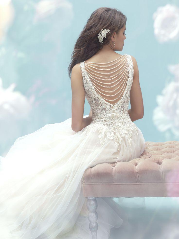 Een sexy trouwjurk met open rug geeft je de wow factor - In White