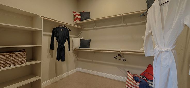 Lennar's How to U: How to use a trash bag to move hanging clothes in your closet