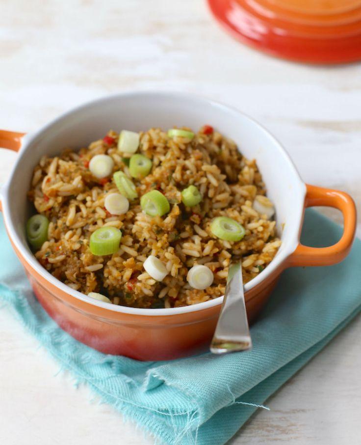 Nasi is heel handig als je maar weinig tijd hebt om te koken. Deze nasi is in twintigminuten klaar! Snelle nasi Recept voor 2 personen Tijd: 20 min. Dit heb je nodig: 150 gr rijst 1 ui 2 tenen knoflook…