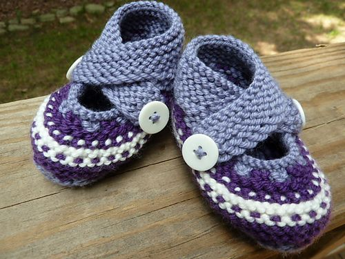 "Project Gallery for Criss Cross Booties pattern by Angela Juergens from a book ""60 quick baby knits"""