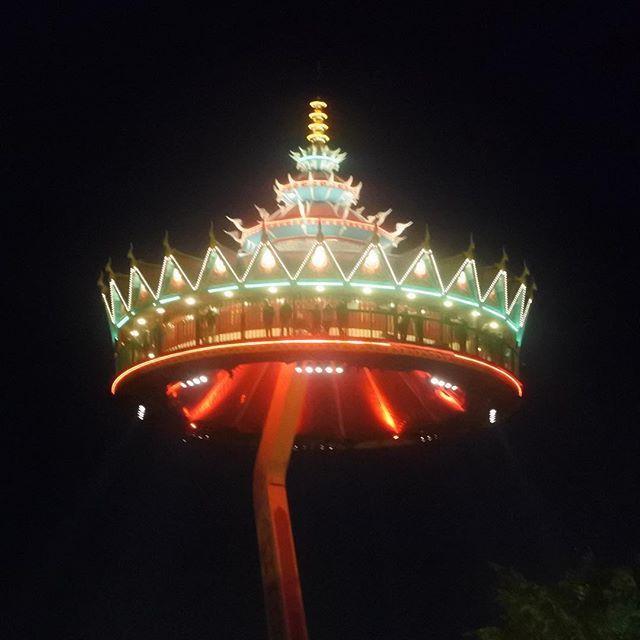 Pagode by night #efteling #negenpleinenfestijn #npf16 #themepark #amusementspark #pretpark #kaatsheuvel #noordbrabant #nederland #hello #world #nikonnl #nikonphotography #july #2016 #summer #nikon1 #fotografie #niikon1j5 #nikonworld_ #visitbrabant #©2016
