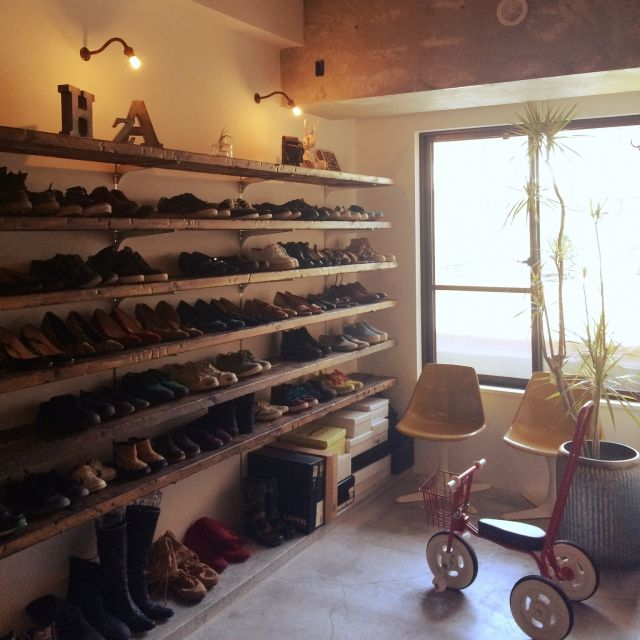 taruさんの、観葉植物,中古住宅,モルタル床,古材,リノベーション,キッズチェア,玄関/入り口,のお部屋写真
