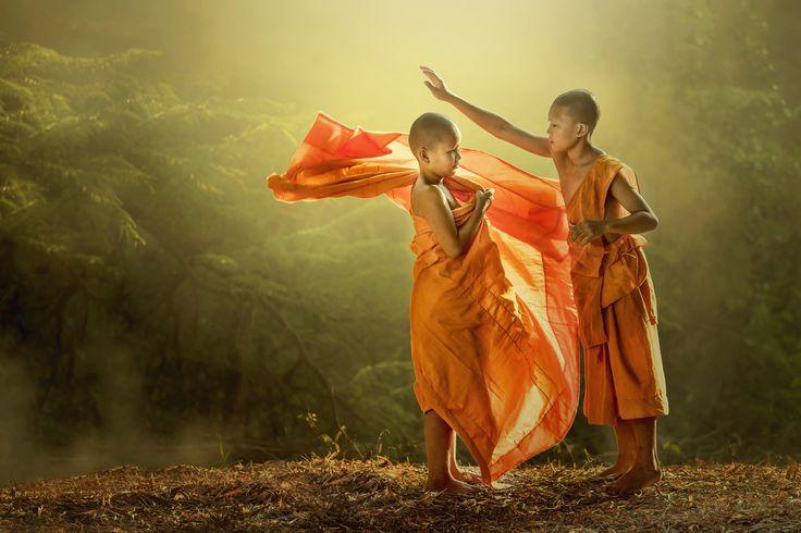 Novice buddist monk dressing. by Jakkree Thampitakkul on 500px