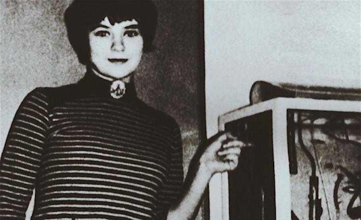 Il aura fallu trente ans à Gitta Sereny pour publier Une si jolie petite fille : Les Crimes de Mary Bell, un livre exceptionnel qui atteint les sommets...