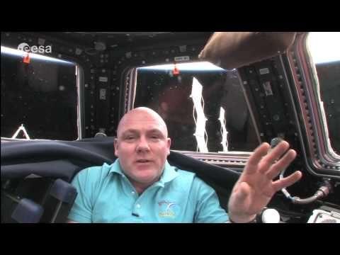 Ambassadeur André Kuipers in de ruimte - YouTube