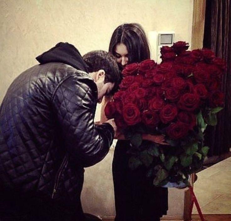 Кавказские картинки с парни с цветами