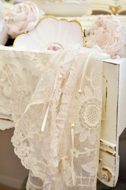 A girl can never have too much lace. ※.•:*¨✦¨*:•.※