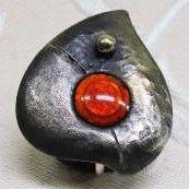 オリジナルデザインの七宝焼きイヤリングです。七宝部分の大きさは、横巾(20ミリ)・高(23ミリ)・厚み(4ミリ)です。銀色のバネ金具を使用しています。銅素地全...|ハンドメイド、手作り、手仕事品の通販・販売・購入ならCreema。
