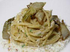 Vermicelli con pesto di carciofi e nocciole con crema di mozzarella e pecorino