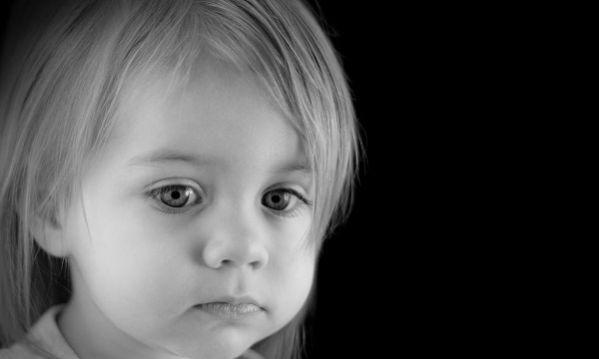 «Ενώ εσύ μου φώναζες...» ένα κείμενο γροθιά για όλους τους γονείς! Πολλές φορές σαν γονείς, ξεχνάμε ότι έχουμε απέναντί μας ένα παιδί που το μόνο που θέλε