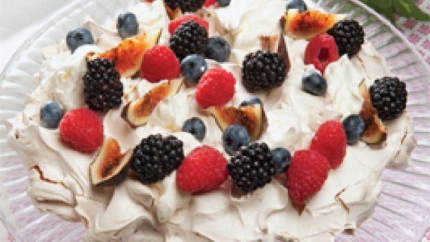 Marengs med flødeskum og bær | dessert
