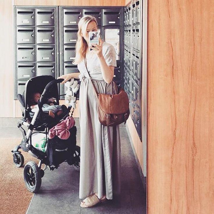 Ready to go and explore the city!   #citylife #urban #citytrip #city #mom #mommy #momandson #ready #readytogo #morning #goodmorning #mirrorselfie #selfie #stylish #stylishmoms #hall #strolling #stroller #pushchair #cohecito #kinderwagen #concord #concordneo #repost