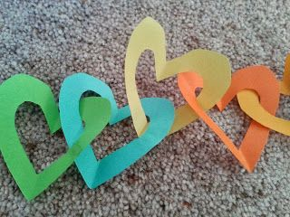 Flame: Creative Children's Ministry: God's love for us:prayer and craft activity