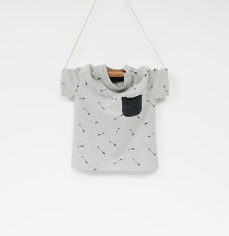 Printed arrow t-shirt with a pocket from ZARA