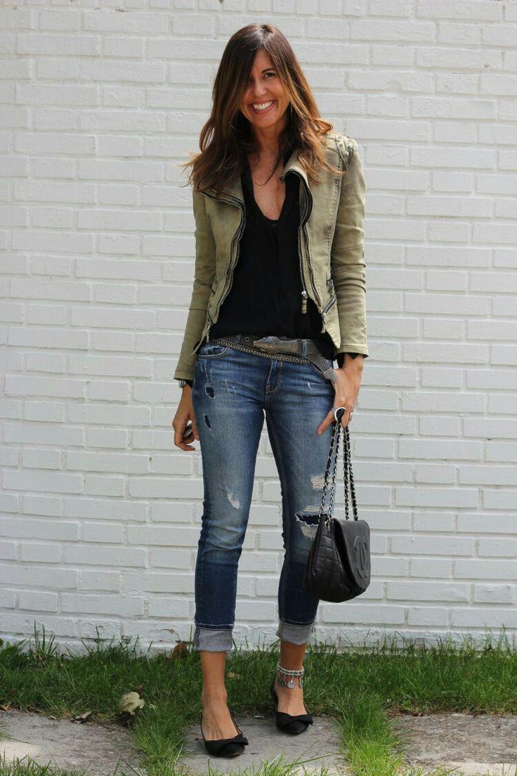 Mytienda - green (utility) jacket, black tee shirt, ripped distressed jeans, black pointed toe flats