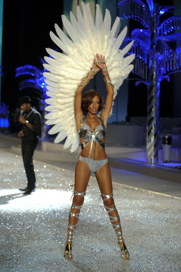 Pin for Later: 150+ Supersexy Moments to Get You Excited For the VS Fashion Show  Selita Ebanks lifted her wings on the runway in 2008.