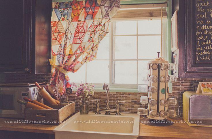 curtainCrafts Ideas, Vintage Quilt, Kitchens Curtains, Vintage Kitchens, Quilt Ideas, Kitchens Ideas, Quilt Curtains, Quilt Tops, Diy Curtains