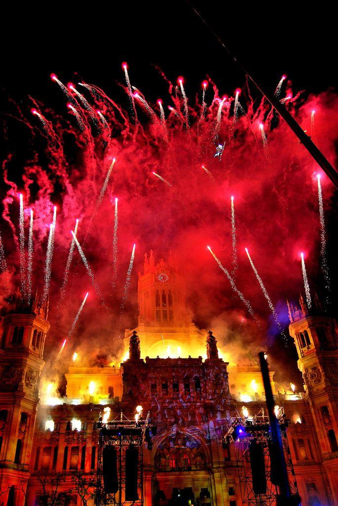 El festival de 2 de Mayo en Madrid es para celebrar la comunidad autonoma y la ciudad y es el festival oficial de la comunidad.