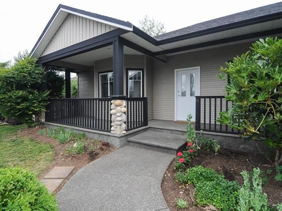 Neat and tidy. This 3 bedroom Courtenay East rancher is at the end of a cul-de-sac and offers a large private yard at the rear and a stunning glacier view from the front patio. This open spacious floor plan is a must see gas fireplace high ceilings and a large kitchen with island.