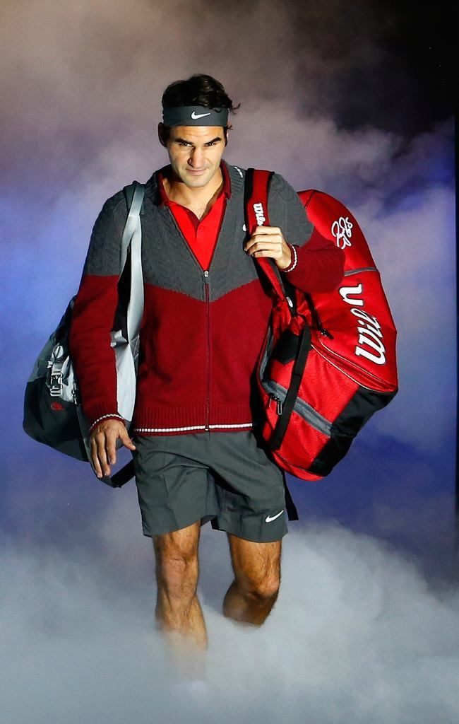 Federer wins easily over Murray to book a place in the ATP World Tour Semifinals for 12th year.