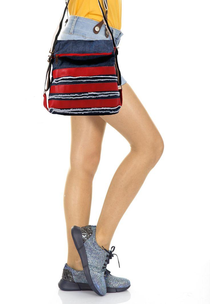Τσάντα ώμου τζιν με κόκκινη δερματίνη. ΚΩΔ.:717.002 ΤΗΛ: 2510241726