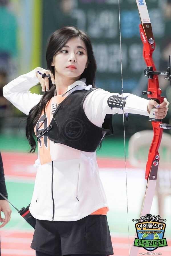 Archery Girl Imgur Archery Girl Asian Beauty Girl Poses
