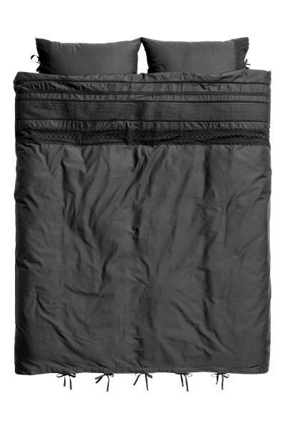 17 meilleures id es propos de lits avec oreillers sur for Housse de couette broderie anglaise