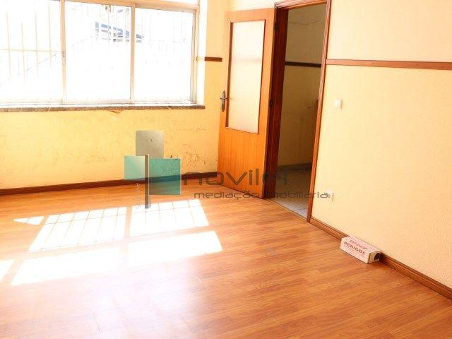 Rés do chão de Prédio dividido em 2 escritórios, junto ao centro de Leiria, um com 2 salas 2 wc e arrumo e o outro com 1 sala, wc e arrumo. Aceitamos Proposta.  #loja #escritorio #imoveis #imobiliaria #leiria #novilei #venda