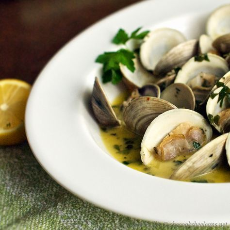 """Clams in Wine, Garlic and Herb Broth - love this, in portuguese is """"Amêijoas à Bulhão Pato""""! It's so easy and fast to do!"""