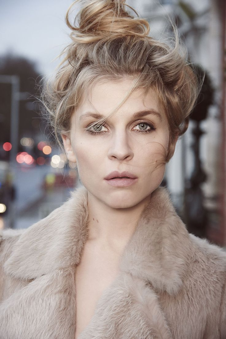 Loving Clemence Poesy's messy curls and messy bun