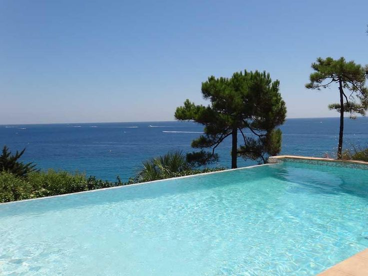Villa moderne avec une vue mer époustouflante #Ramatuelle  Cette propriété se situe à quelques pas de la plage naturelle de Ramatuelle avec une vue mer panoramique époustouflante de chaque chambre, des terrasses et de la piscine. Récemment construite elle allie la modernité au charme provençal. La terrasse couverte du niveau principal tout autour de la mai http://aiximmo.ch/fr/listing/villa-moderne-avec-une-vue-mer-epoustouflante/  #frenchriviera #cotedazur #mall