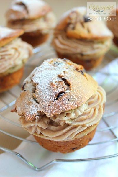 Ez a rengeteg gesztenyével készült süti nem túl édes, mégis igen kiadós. A tésztája a tejfölnek köszönhetően finom puha, és 16 muffinhoz is elég, ha a sütőforma mélyedéseit csak ¾-ig töltjük meg. H…