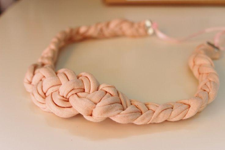 collar trapillo flecos de Chibiru's por DaWanda.com
