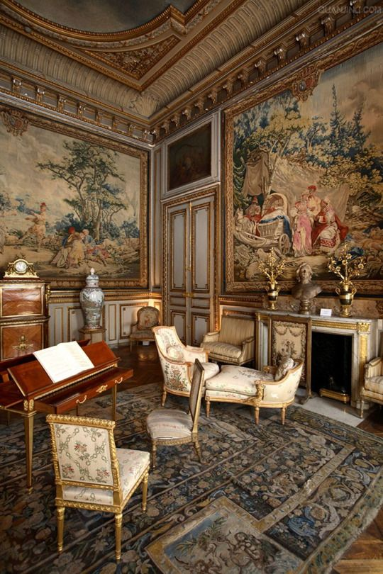 'A lovely room in a chateau perhaps, but no source was given in the link below from.'  JT (always in my own words)