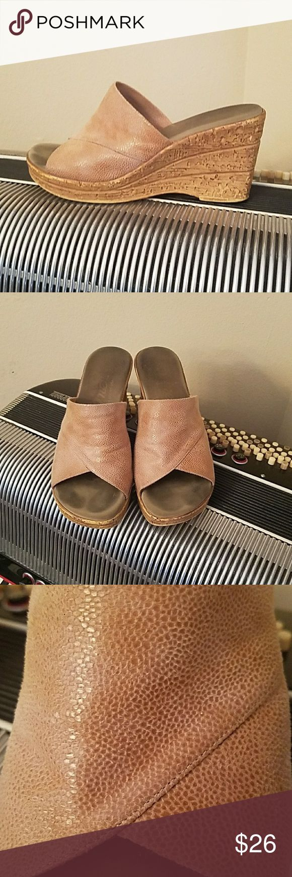 SUPER COMFORTABLE ONEX TAN FABRIC SLIP ON WEDGES SUPER COMFORTABLE ONEX TAN FABRIC SLIP ON WEDGES.  Worn a bunch but still in great condition.  Lots of life left.   Size 7 Onex Shoes Wedges