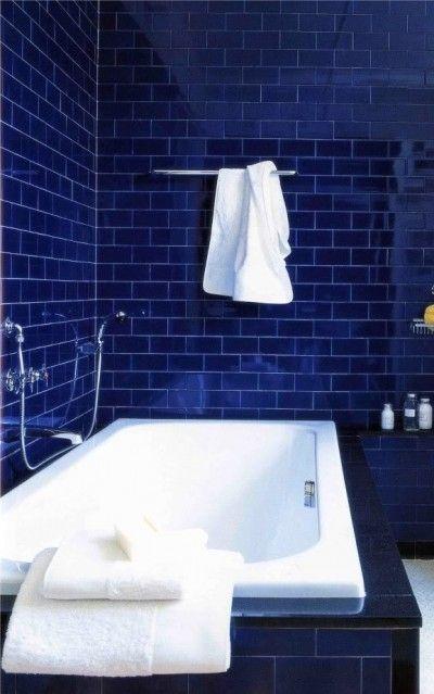 Cobalt Blue Tile Bathroom.   www.lab333.com  www.facebook.com/pages/LAB-STYLE/585086788169863  http://www.lab333style.com  https://instagram.com/lab_333  http://lablikes.tumblr.com  www.pinterest.com/labstyle