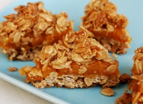 Crumbly Oat and Apricot Bars: Desserts Recipes, Crumble Oats, Oatmeal Apricot, Desserts Bar, Oats Bar, Bar Recipes, Apricot Oats, Apricot Bar, Ironrich Recipes