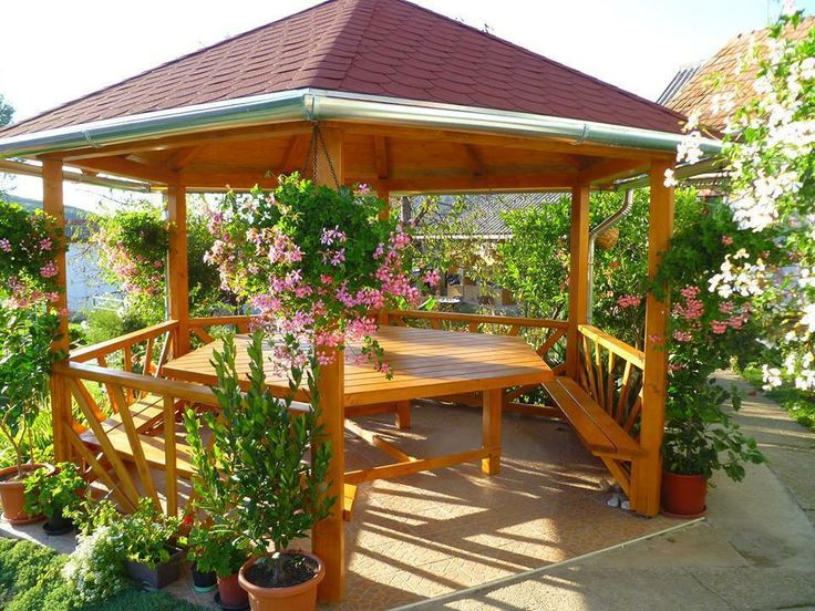 Pentru ca ne place sa ne bucuram de soare ... O idee de foisor din lemn foarte dragut! www.rollux-construct.ro