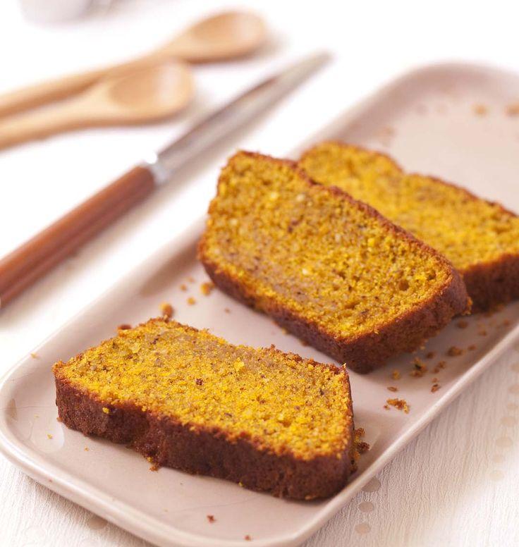 Un cake sublime aux saveurs d'automne fait avec mes produits de la Ruche qui dit Oui : potimarron, noisettes et huile de noisettes. Une recette express grâce à la magie du mixeur !